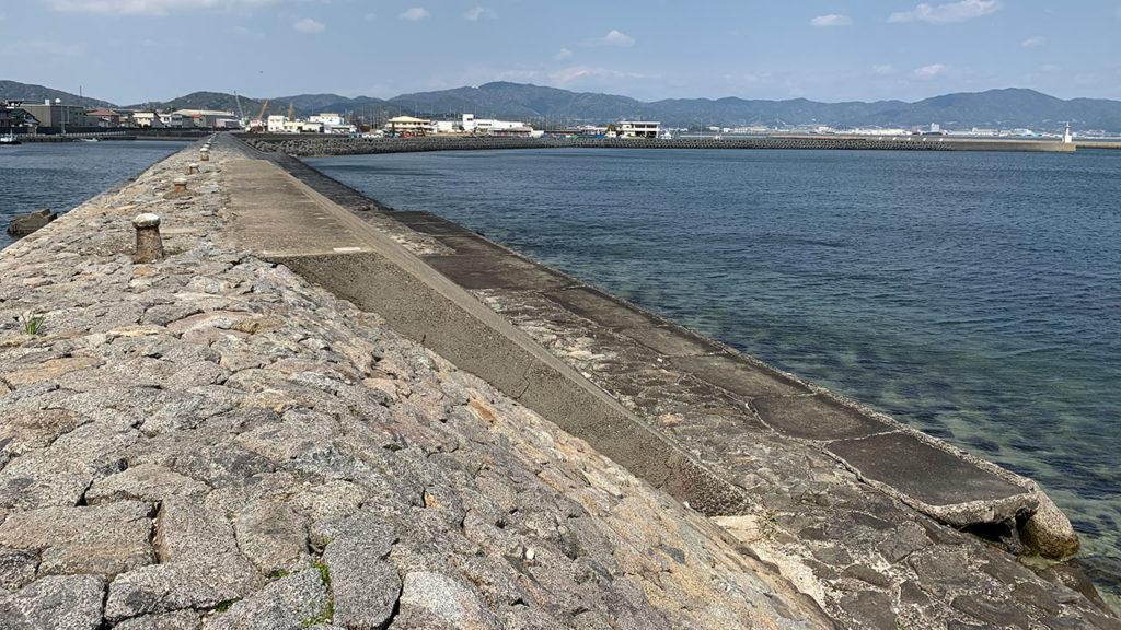 南側突堤付け根付近